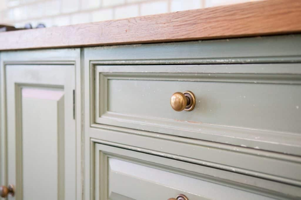 Is It Cheaper To Paint Or Reface Kitchen Cabinet?