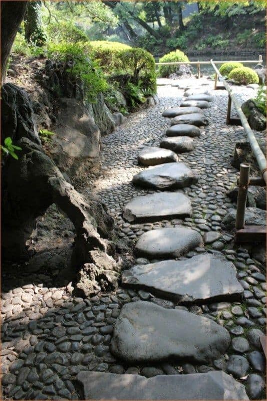 Stepping stone paths - Japanese rock garden design