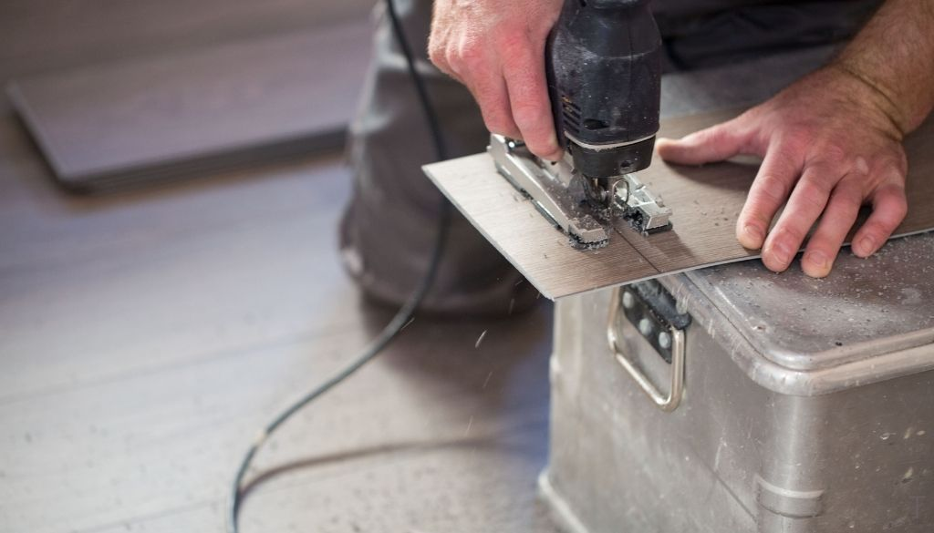 Measure and Cut your vinyl plank flooring